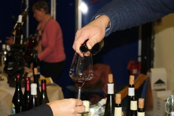 Sorgentedelvino LIVE 2019 - Bottiglia e calice, particolare, mr