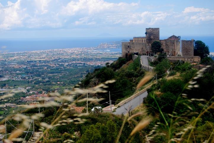 Il Castello che domina la Valle del Mela